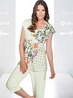 Пижама женская (футболка, бриджи) 172500 Цветы Charmor