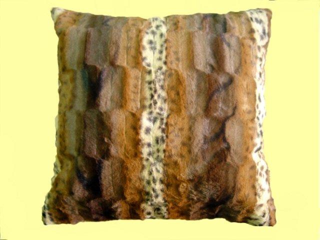 Декоративная наволочка из искусственного меха Норка.