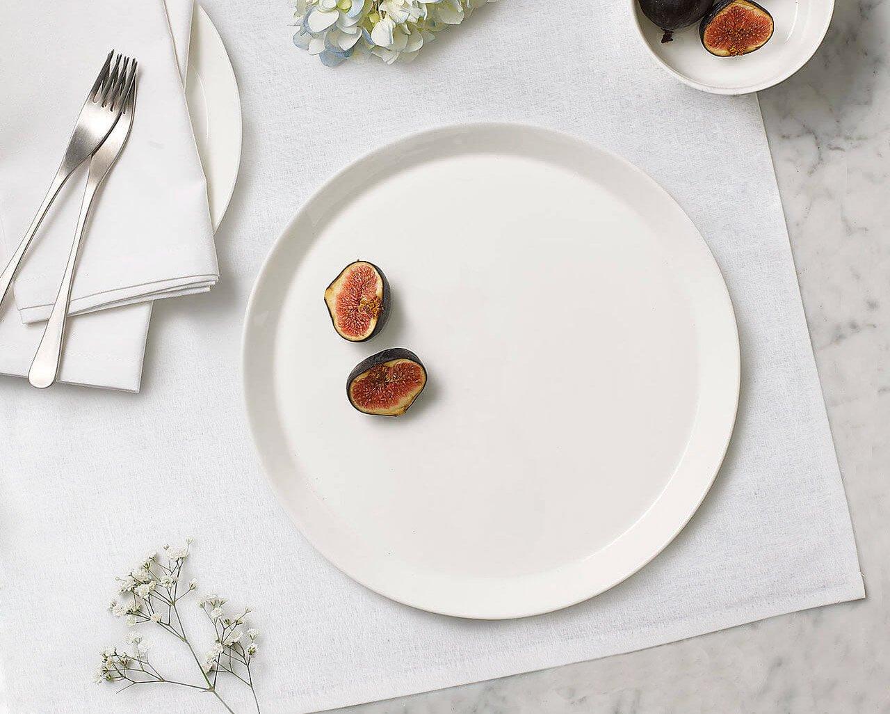 работе фото белой посуды с едой весеннюю