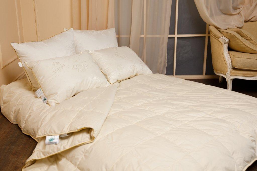 Медовый поцелуй подушки и одеяла из пуха