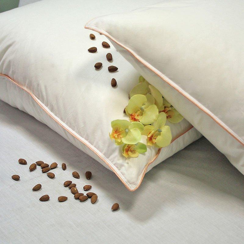 Миндальное сердечко пуховые подушки